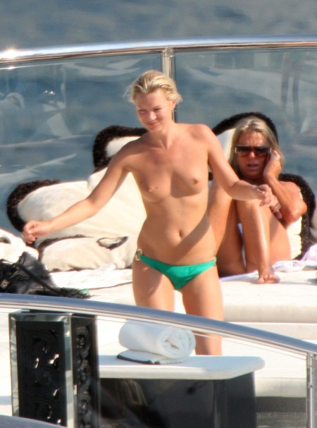 kate-moss-topless-spl97829_010