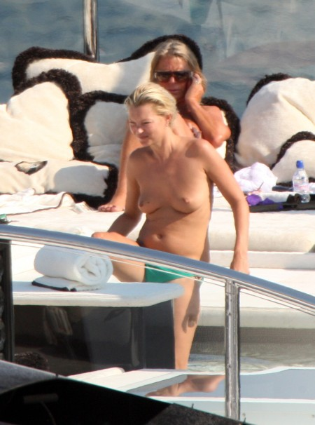 kate-moss-topless-spl97829_011